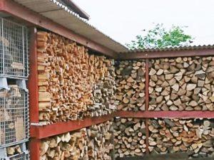 自慢の薪棚